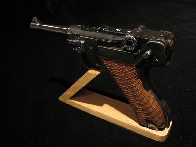 Display Stand Luger.Ref.#LPS1